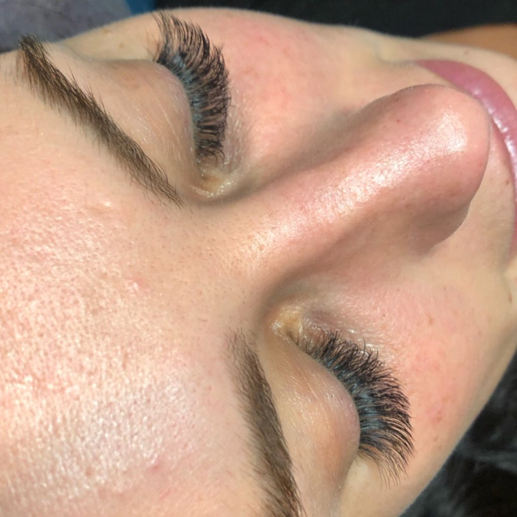 Rainy days are good days for lash naps and lashing. From our team at#lsb &#1101…